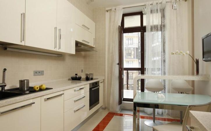Фото дизайн кухни 9 метров с выходом на балкон
